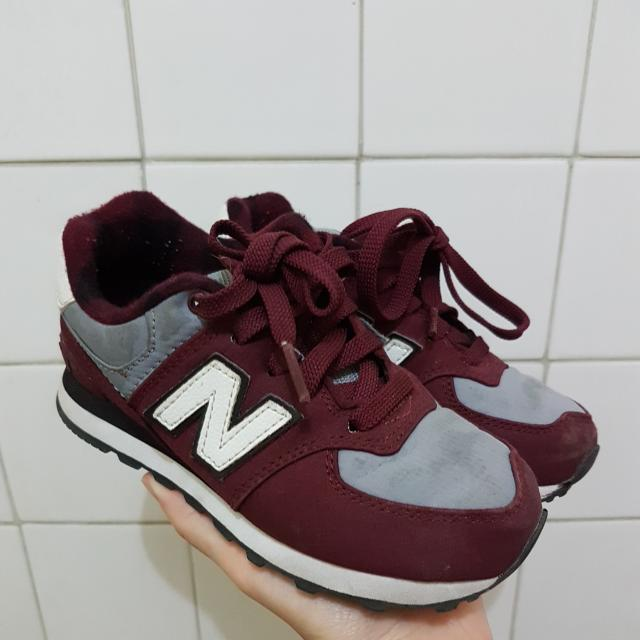 NEW BALANCE unisex kids sneakers US11 FITS 4-5YO good condition just needs washing rubber shoes