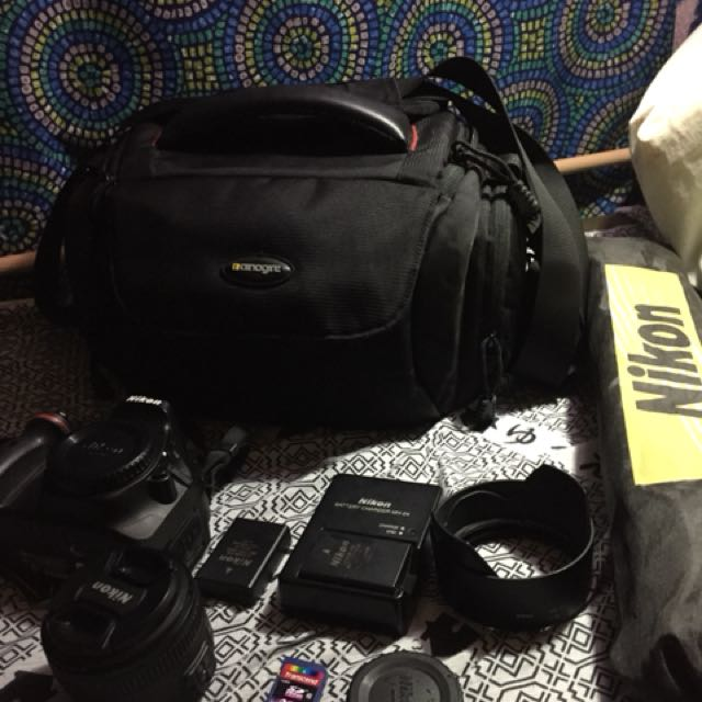 Nikkon D5200 2 bateries,bag,tripod lens 18-55mm memory card 32gb