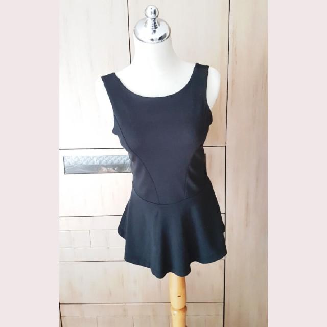 Peplum blouse hitam