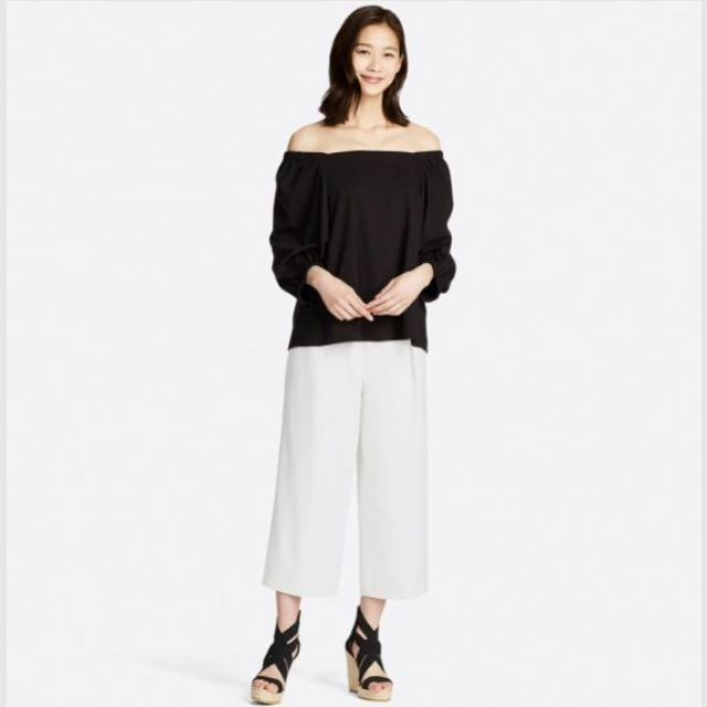 883af639d8f Uniqlo 2 way off shoulder top (white), Women's Fashion, Clothes, Tops on  Carousell
