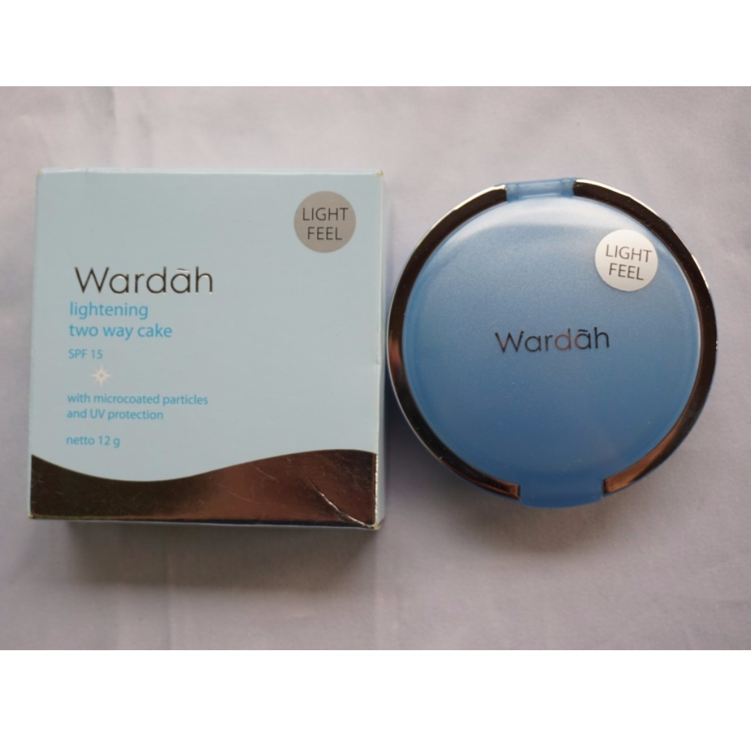 Wardah Lightening Two Way Cake Shade 02 Golden Beige