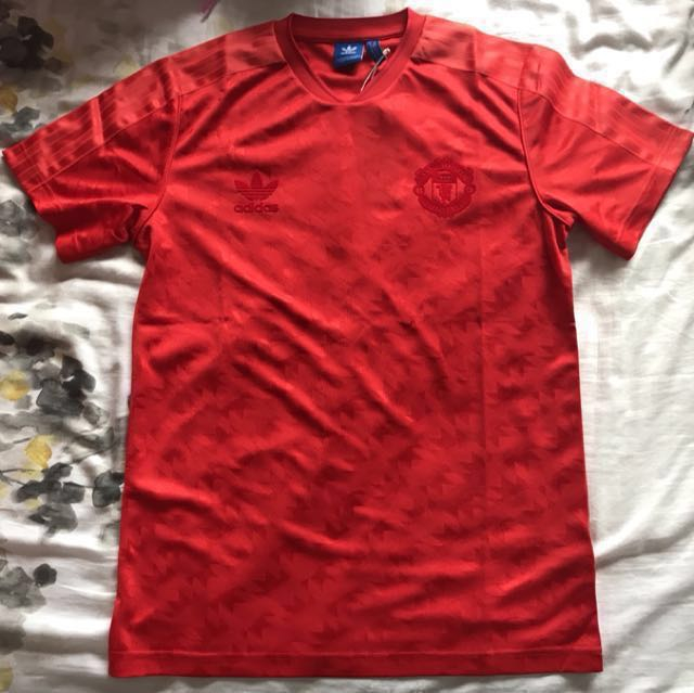 0133e206 WTS: Manchester United Originals Jersey, Sports, Sports Apparel on Carousell