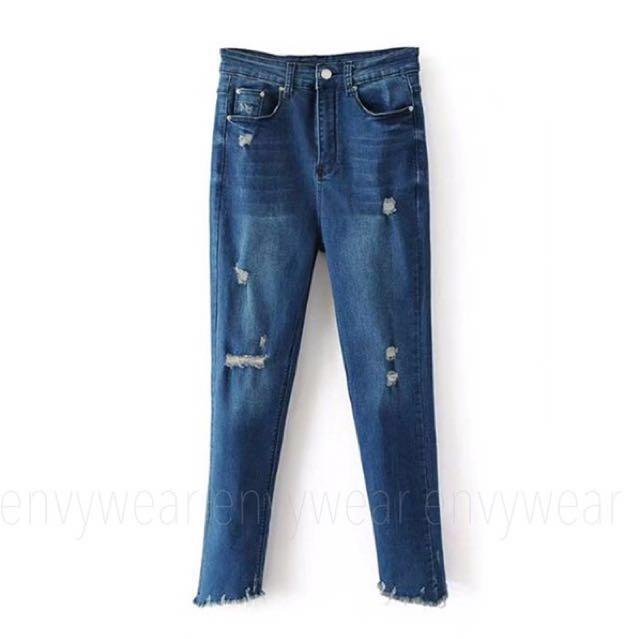 ZAYA ripped Jeans (alasan jual karena salah beli ukuran. Ini ripped jeans padahal tinggal satu2 nya dan keren banget. Aku beli 350 aku jual 300 aja)