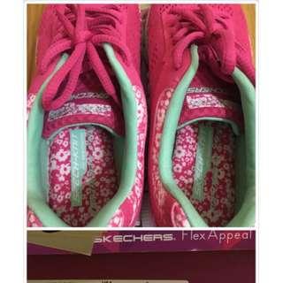 skechers 女生慢跑 走路鞋  運動鞋  九成新 穿過一次  1500含運 贈送一件全新運動瑜珈褲