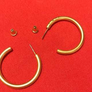 Matte gold plated hoop earrings. good quality bought in Europe