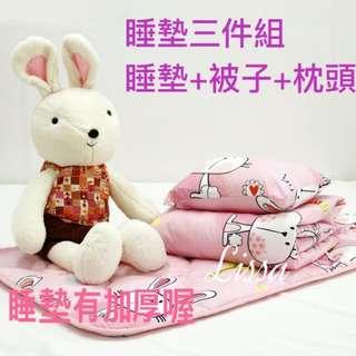 🚚 睡袋 睡墊 幼稚園睡墊組 安親班睡墊組 床墊 涼被 兒童涼被組 兒童枕頭 枕頭 現貨三件組 MIT台灣製造 超質組