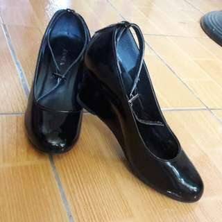 Zanea Black Wedge Shoes