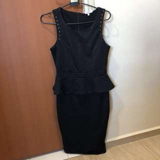 🚚 Black Peplum Dress from New Look