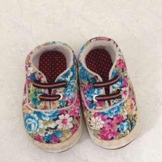 Sepatu prewalker Size 22