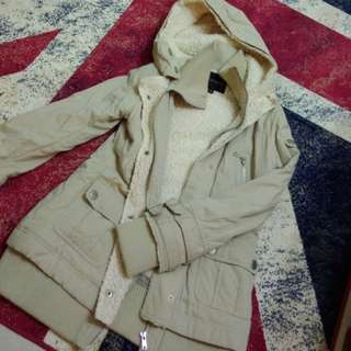 🚚 H2o乳白外套