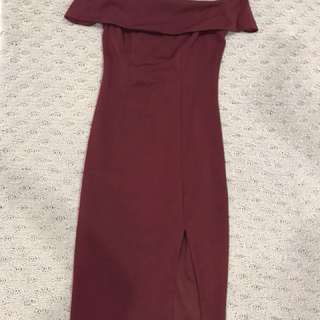 Off shoulders maroon dress