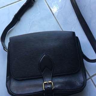 Lv epi black sling