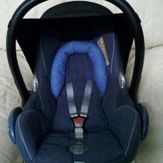 Maxi Cosi Cabriofix Carseat (Blue)