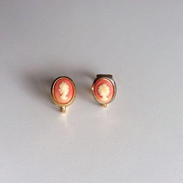 秀氣小巧1960年代 仿維多利亞時代貝殼雕刻仕女側像古董夾式耳環
