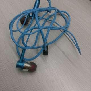 藍色輕型耳機