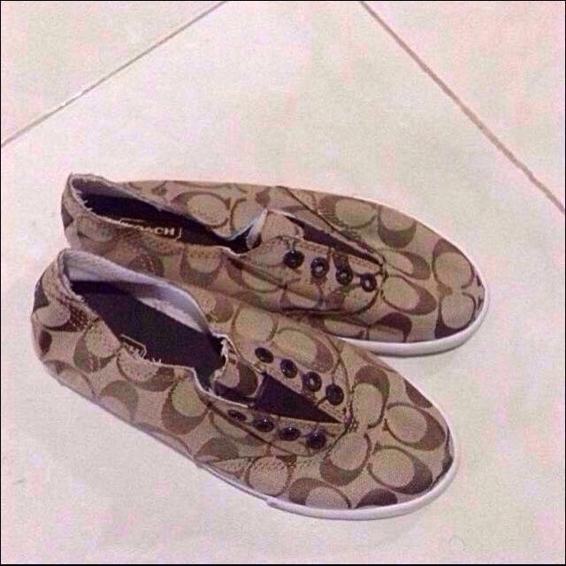 Authentic Coach Slip On Size 6