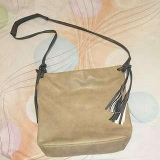 Egg sling tassle bag