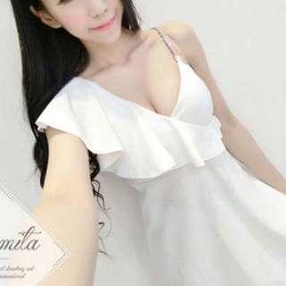 🚚 (全新)挺布料白色水鑽肩帶洋裝
