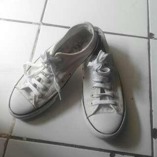 Sepatu rubi (singapore)