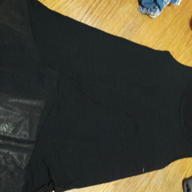 黑色絲質上衣