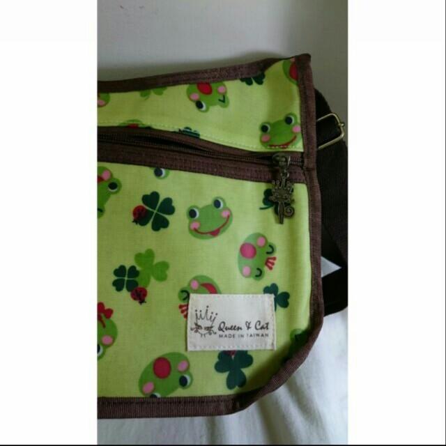 🎊可愛青蛙防水肩膀側背包🐸