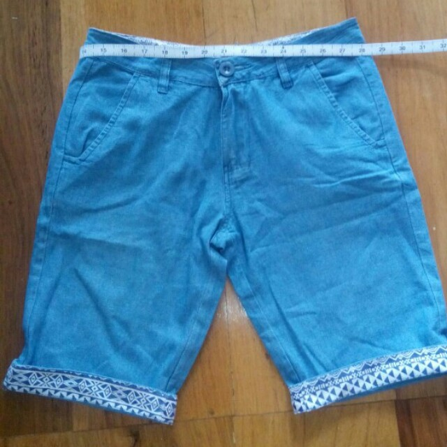 Billabong Shorts W- 28 aztec print