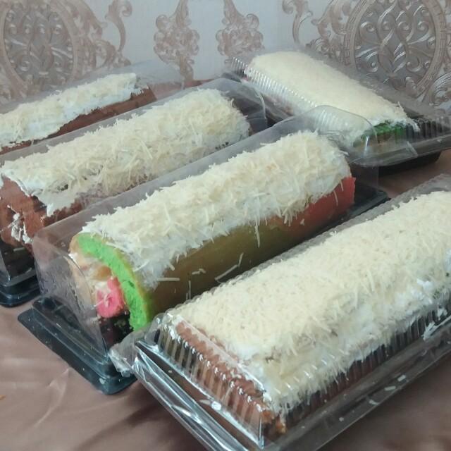 Bolu Gulung Rainbow Cake Food Drinks Baked Goods On Carousell