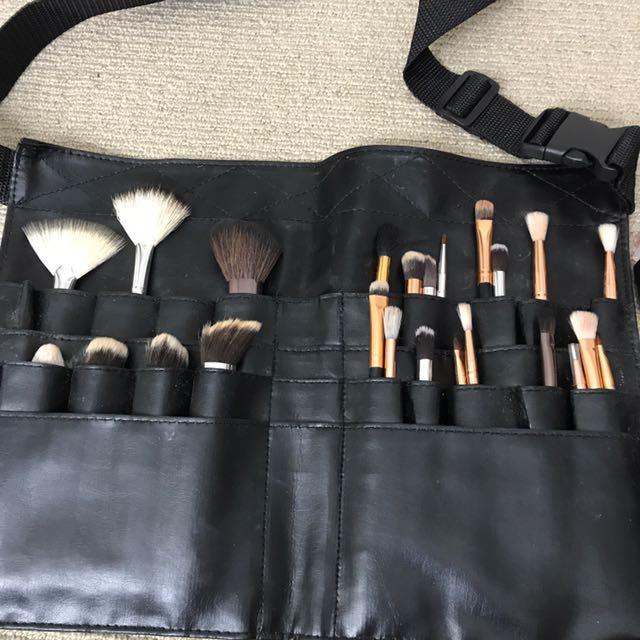 Brush belt and brushes