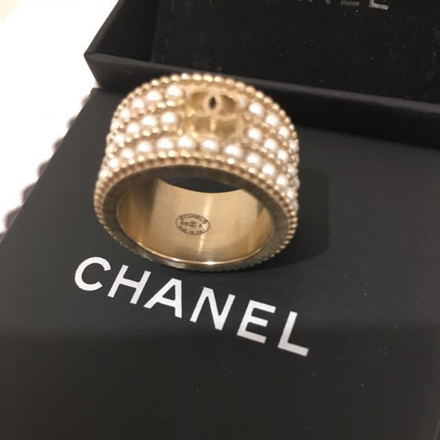 Chanel costume ring