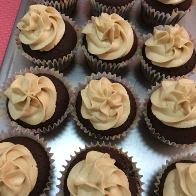 Chocolate cupcake w/ Peanut butter Frosting