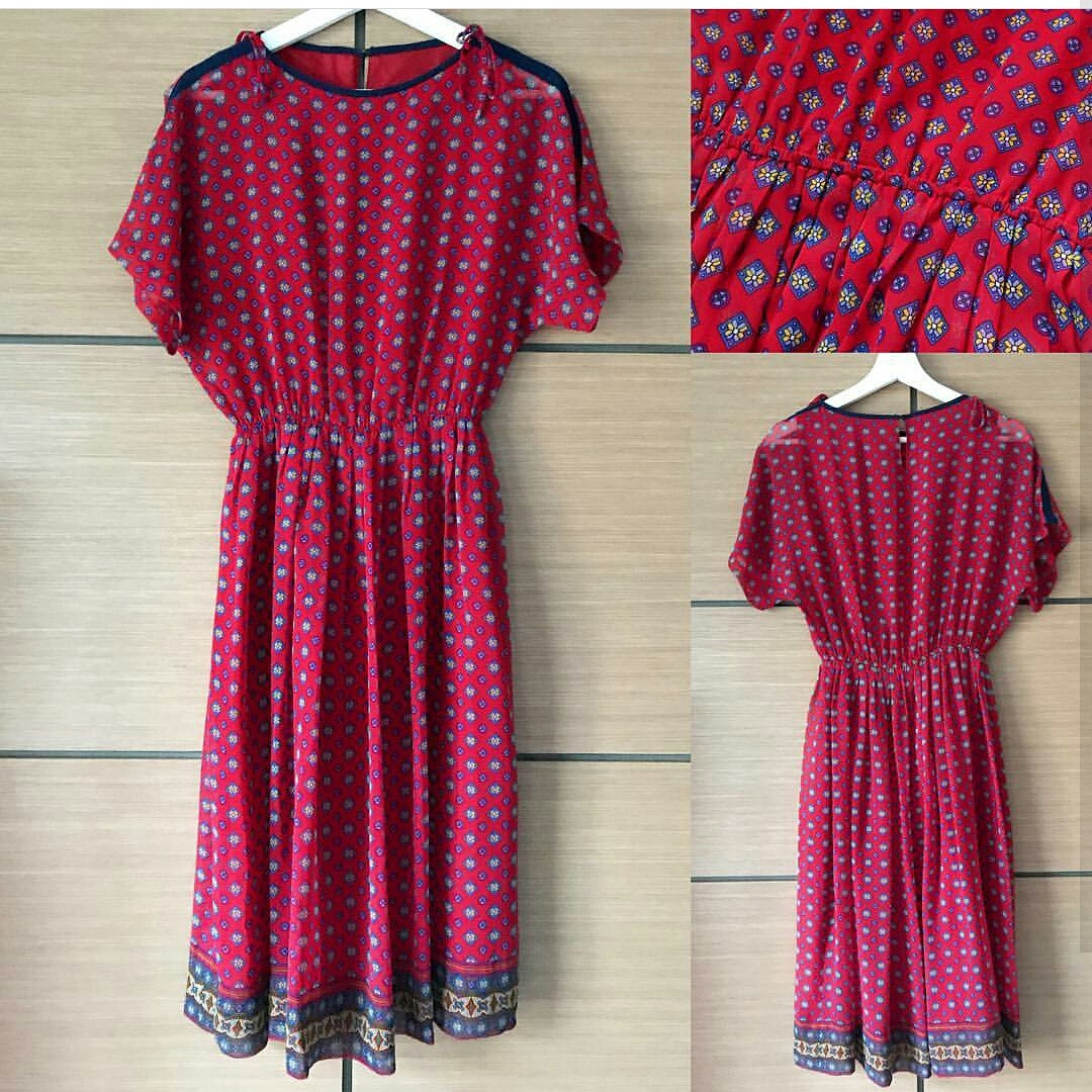 Country patterned red midi dress