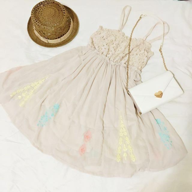 日本E hyphen world gallery森林系彩色刺繡小花蕾絲拼接2way細肩帶洋裝