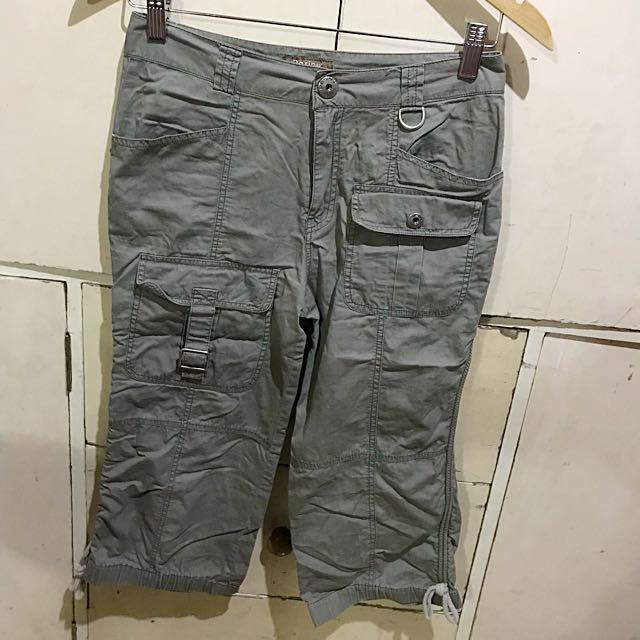 Olive green cargo shorts / tokong