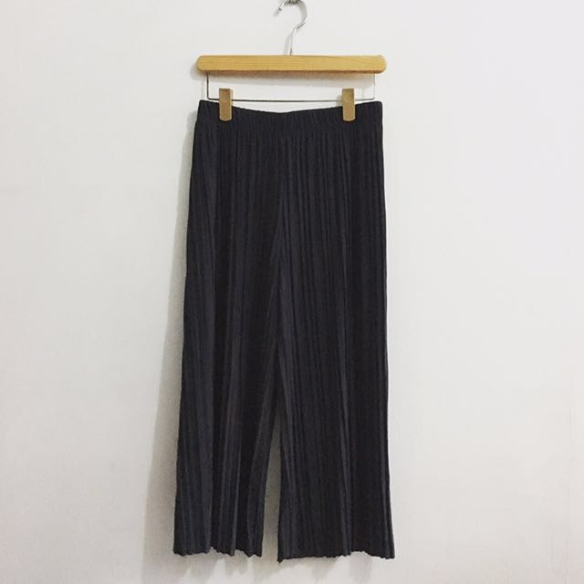 Pleated Square Pants in Dark Gray