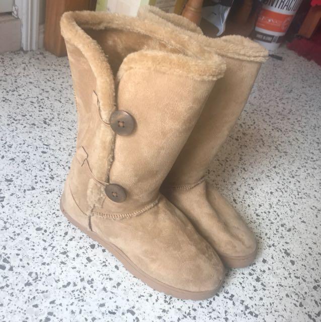 RUBI ug boots