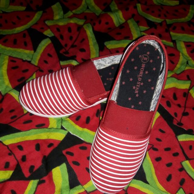 Sepatu *Merk World Star