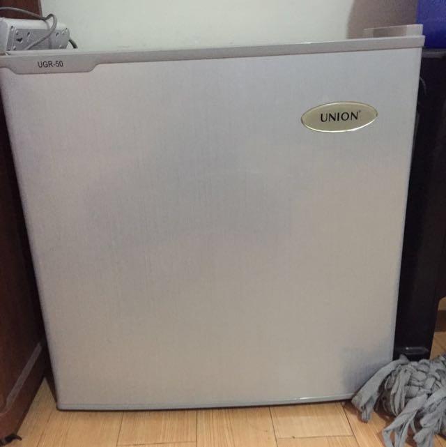 Union Model UGR 50 mini 1.8 cu. ft. personal refrigerator
