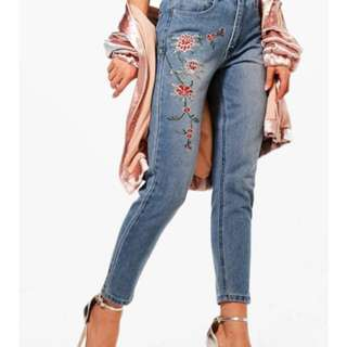 Floral embroided mom Mum jeans size 6/8