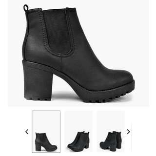 boohoo tia chunky cleated heeled chelsea boot