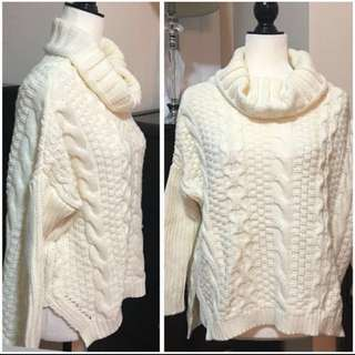 Aritzia knit turtle neck sweater very comfy