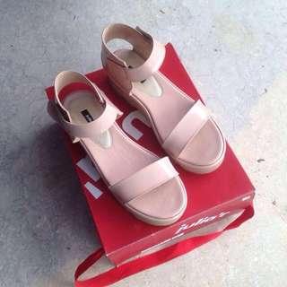 sepatu sendal wanita merk juliar
