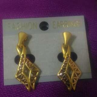 🚚 金色耳環