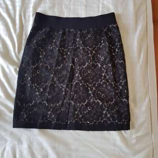 Pretty lacy skirt (Size 36)