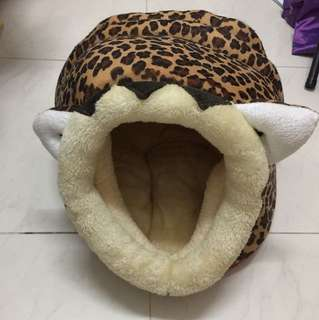 Cat Bed nest hideout 'lion' design