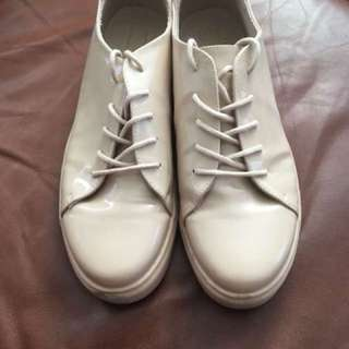 Nude sneakers size 8