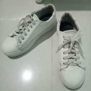 sepatu sneakers fashion