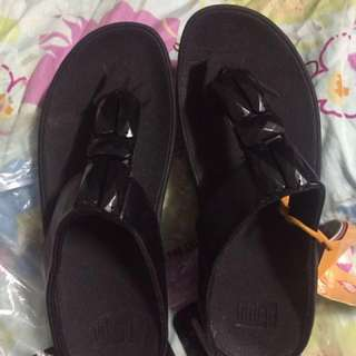 authentic over run fitflop size 35