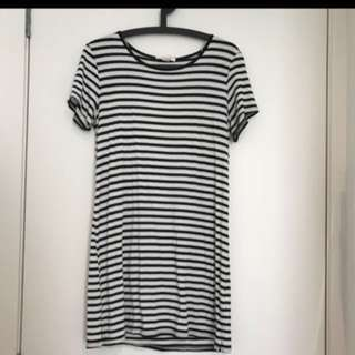 FOREVER 21 Long Striped T-shirt