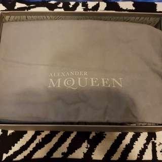 全新的MCQ男鞋42.5號 專櫃價1.5萬 便宜賣給有緣人 價錢好談 喜歡的請私密