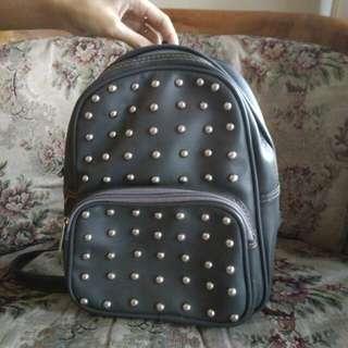 Studed bagpack